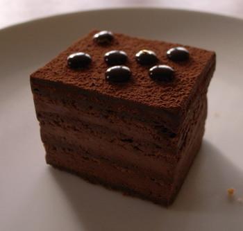 カカオの香り高い「デュオ・ショコラ」。クリームは5種類のチョコレートがブレンドされています。