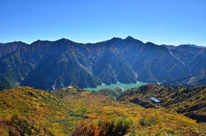 立山・黒部アルペンルートを代表する展望台となっている大観峰からは、素晴らしい眺めが待っています。
