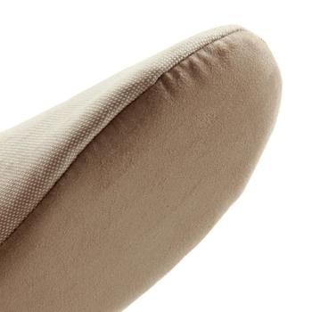 パタパタと歩くたび音がするのも困りもの。こちらのスリッパは音が出にくく柔らかな履き心地。