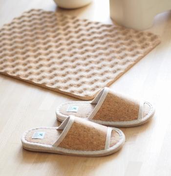 コルクはその主な成分である「スベリン」の効果で抗菌性が高く、カビが生えづらいという特徴があります。湿気の多い日本にはうってつけの素材ですね。