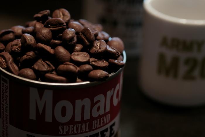 コーヒー豆の種類で、とくに有名なのはブルーマウンテン、キリマンジャロ、ハワイコナの三種類です。これらは世界三大コーヒーとも呼ばれ、芳醇な風味がバランスよく人気があります。