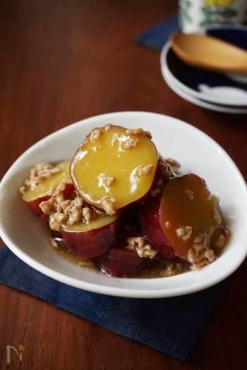 さつまいもを鶏ひき肉と一緒に煮た、素朴で優しい味わいの一品。お弁当のおかずにもおすすめです。