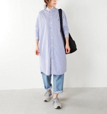 春夏は一枚でワンピースのように着たり、パンツに合わせたり。秋冬は、羽織りとして着たり、ロングカーディガンに合わせるのも素敵です。