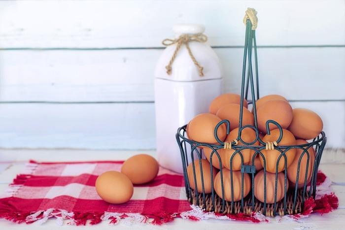 ダッチベイビーの材料は、卵、薄力粉、牛乳、バター、レモンなど、とってもシンプル。思い立ったらすぐに作れるカジュアルなおやつです。