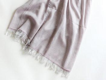 肌触りのいいコットンのストールは、春~冬にかけてオールシーズン使える便利アイテムです。自分の好みの色柄のコットンストールを見つけてみては?