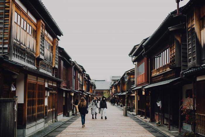 街を歩いていると外国人観光客の方々を多く見かけるようになりましたね。ちょっと道を尋ねられたとき「スムーズに返せたらいいな」と思ったことがあるひとも多いのではないでしょうか。