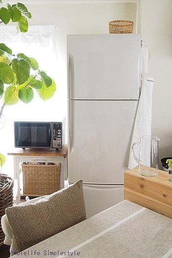 冷蔵庫内は温度や湿度が一定で、空気にも触れにくくなっています。またお米は10℃以下で保存すると酸化しにくく、害虫も発生しないといわれており、その点でも冷蔵庫は夏場の保存にぴったりの場所なんです。