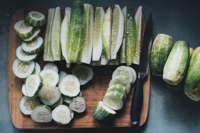 購入した食材は無駄なくしっかりと使い切りましょう。そのためには、計画的に食材を購入して使うことを考える必要がありますね。余った食品で冷凍できるものは、冷凍保存するのもおすすめです。