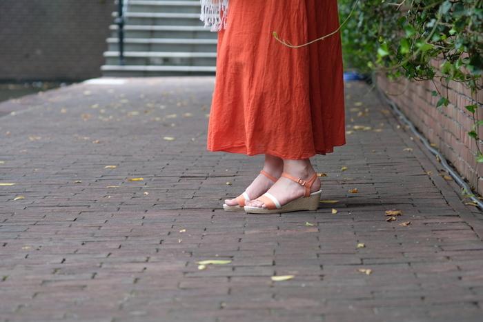 靴擦れは最初だけの辛抱、と思っている方も、なるべく傷を作らない靴の履き方をいろいろ試してみてください。自分の足に合った靴を選んで、スキンケアや外反母趾の予防も日頃から気を付けてみましょう。新しい靴を靴擦れとは無縁で楽しく履けますように!