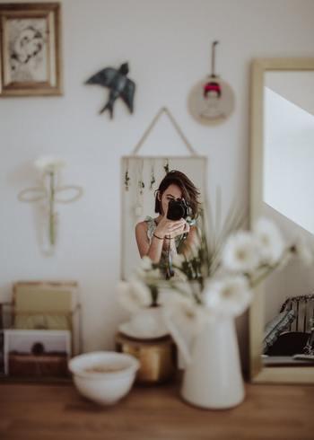 """今話題のインテリア""""BOHO""""とは、「ボヘミアン(民族的な、放浪的な)」スタイルとニューヨークの「SOHO(ファッション・アートの中心地)」スタイルをミックスした造語です。 ジプシーのように自由気まま。ニューヨーカーのようにスタイリッシュでいて決して飾らない。肩の力を抜いて、自分らしくナチュラルに生きる女性にぴったりのインテリアスタイルといえるでしょう。"""