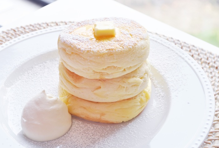 パンケーキの一番人気、リコッタチーズパンケーキです。ふわふわの生地は、フォークが刺さりきらないほどの厚みなのだとか!