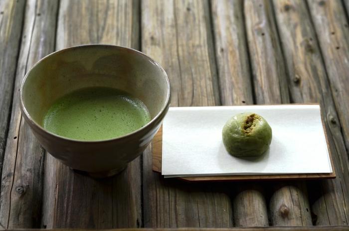ここでは、抹茶・和菓子付きの茶席体験が、リーズナブル(500円)に楽しめます。茶席の後は、室内を見学しましょう。