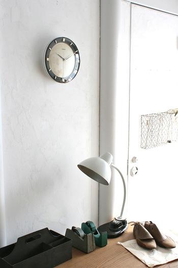 ドイツ最大の時計メーカー、ユンハンスの美しい時計。こちらはねじ巻き式で、週に1度のねじ巻きが必要です。手間をかけて、大切にしていきたい時計です。