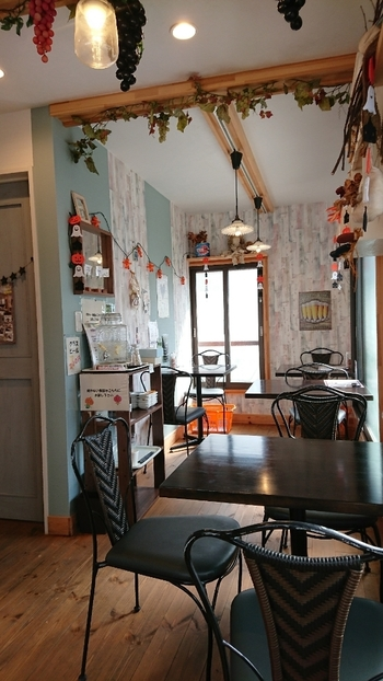2階にかわいいビュッフェスペースが!知る人ぞ知る穴場ビュッフェです。川越市霞ヶ関の八百屋さんが直営しているため、旬の新鮮な野菜や果物が存分に味わえます。