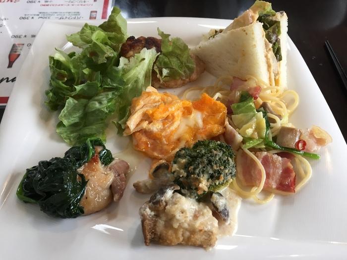 野菜本来のおいしさを活かした、バラエティー豊かなお料理の数々は八百屋さんならでは。コストパフォーマンスも高く、満足すること間違いなしです♪