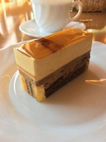 『キャラメルとチョコレートのケーキ/La Fedra』。コーヒーは、長野県小海町「焙煎工房2+1」の豆を使っているそう。