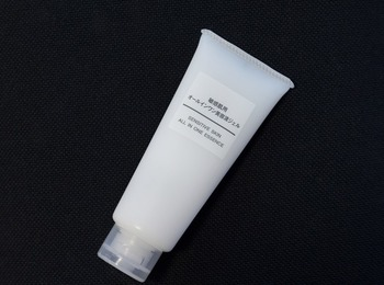 同じくこちらの「オールインワン美容液ジェル」も、洗顔後のお手入れがこれ1本でできる優れもの。「敏感肌用」「オーガニック」「エイジングケア」など無印の化粧品シリーズからお好みのものをチョイスすることができます。