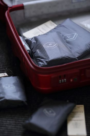 ごちゃごちゃになってしまいがちのスーツケースの中。そこでおすすめしたいのが無印良品の「パラグライダークロスたためる仕分けケース」。丈夫で軽いパラグライダー生地を使用しています。