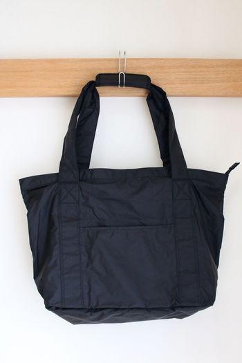 旅行中はお土産など荷物が増えます。そんな時にコンパクトに折りたためるサブバッグがあれば便利ですよね。