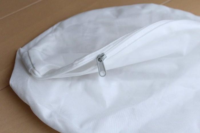 「洗濯ネット」を仕分けケースに利用するという裏技もありますよ!無印良品の洗濯ネットは、丈夫で破れにくく、そのままケースに使いやすいんです。