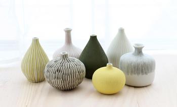 そのような普遍的デザインで、陶磁器ならではのやさしい肌触り。心を和ませる存在になってくれそうです。
