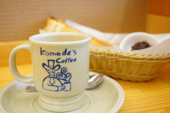 全国に展開している名古屋生まれの人気カフェ「コメダ珈琲店」。名古屋文化のお得な『モーニング』セットはもちろん、ロッジのような温もりある雰囲気の店内やバラエティ豊かなメニューが人気。