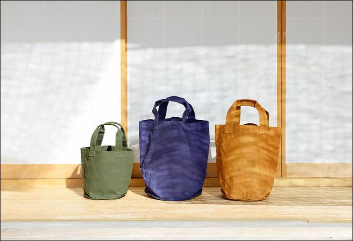 3サイズ、3色展開。ちょっとしたお出かけ用から、たっぷり入るお買い物用まで用途に合わせて選べます。ナチュラルでシックな色合いです。