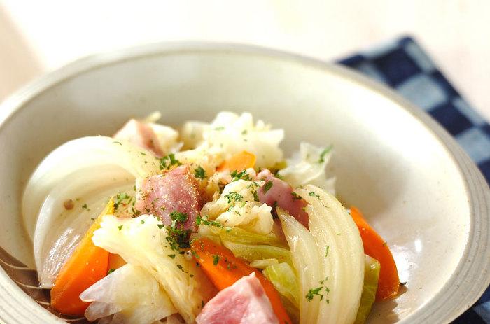 ・食物繊維がたっぷりとれるおすすめメニュー たっぷりの野菜を取るなら、蒸し煮がおすすめです。温野菜ならお腹を冷やすこともなく、食物繊維がたくさん摂れますね。副菜にぜひ。