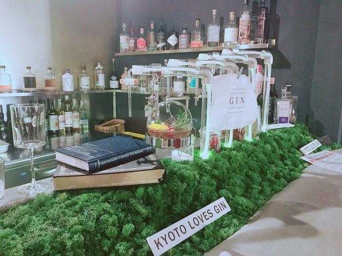 まるで実験室のようなカウンターは、カクテル同様とても独創的で眺めているだけでも楽しいお店ですよ!