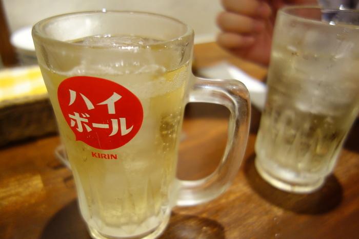 「ハイボールは250円~」と本当にお家飲みとさほど変わらないお値段。高くても500円くらいなので、ドリンクは値段をさほど気にすることなくお酒を楽しめちゃいます。