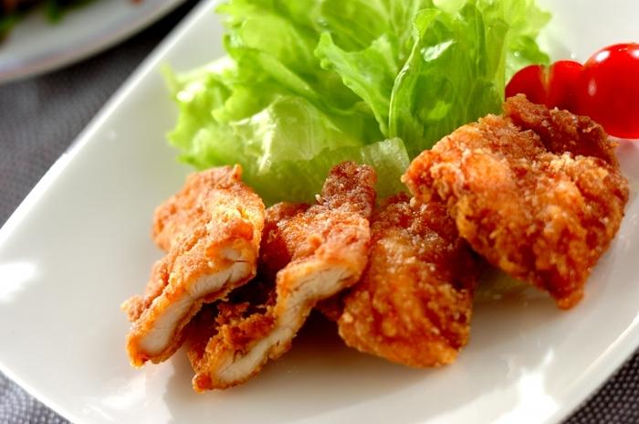 練りからし、ショウガ、醤油、酒で作るからし醤油のタレに漬けて揚げる「鶏ささ身のからしじょうゆ揚げ」。練りからしをたっぷり使用しますが、油で揚げた後は、辛みよりも香りが残るので、風味豊かなおかずになり、ご飯がすすみそう。