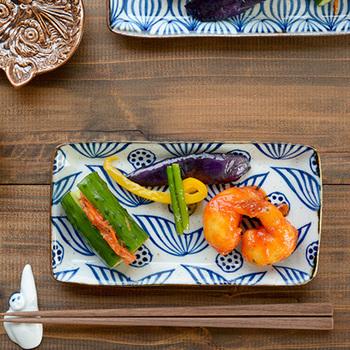 神奈川県小田原市で、ご夫婦で作陶されているキカキカク。伝統的な和の模様を大切にしながら、現代の暮らしにもマッチする素敵なデザインのプレートです。