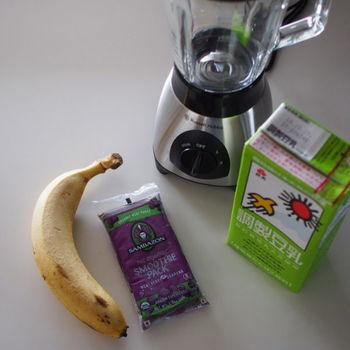 朝の時間のない時は、お手軽にジューサーでスムージー作り。そんな時もバナナを使用すれば、スムージーのアレンジも簡単です。