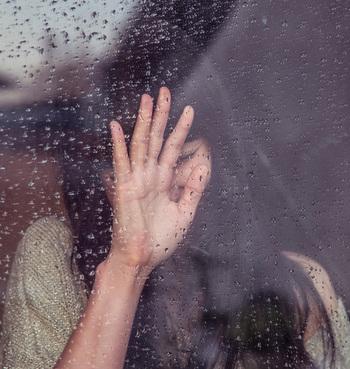 雨の音には心を癒す効果があるといわれており、心を落ち着かせる絶好のBGM。食事の手を休めて、少し雨音に耳を澄ませてみる。これも雨の日のピクニックならではの楽しみ方です。