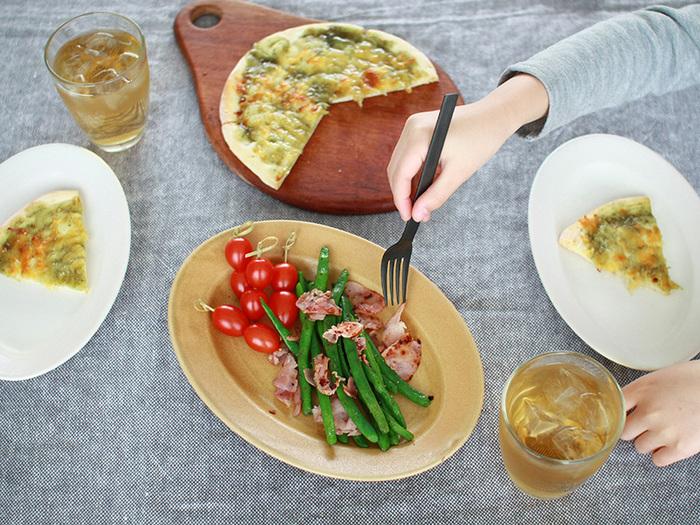 リム皿は幅の異なるものから、大きさ、形さまざまなものがあります。それぞれ印象ががらりと変わってきます。そこで今回はおすすめのリム皿を集めてみましたので、ぜひご覧ください!