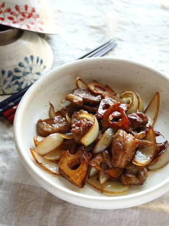 ジャムを入れる事でお肉も柔らかくなる魔法のレシピ。ジャムと塩だけでこんなにこっくり濃厚な酢豚風に出来上がります。忙しい時に是非作っていただきたい万能レシピです。