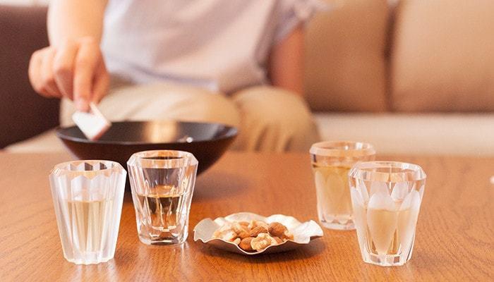 他にも日本酒の冷酒、ジン、ラム、梅酒など、おちょこやぐい呑みとしても適しているので、夏の週末の家飲みに涼しげな高級ショットグラスでゆったりくつろげば、暑さも疲れも癒されそう。