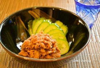 ツナ缶を甘辛く煮たそのまま食べてもご飯にのせても美味しい簡単レシピ。作り置きもできるのでオススメです。お弁当のそぼろ代わりに使えてとっても便利です。