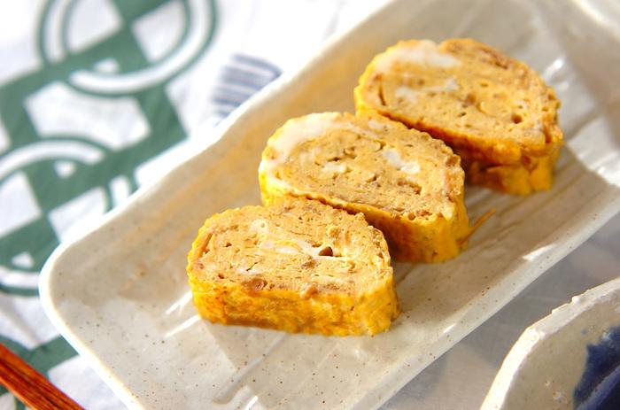 なめたけ入りの卵焼きはいつもの卵焼きに比べて女王品な味わいに仕上がります。しっかり味なのでお弁当にもオススメです。このままパンに挟んでサンドイッチにしても美味しい!