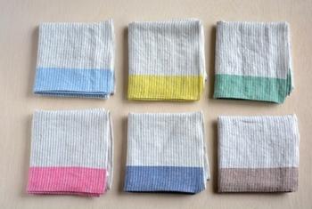 「motta009」は、先染めで織りあげたリネン生地に洗いをかけ、自然なシワ加工を施したシリーズ。 シワ加工により、ほどよいボリューム感があり、丈夫に使って行ける一枚に!