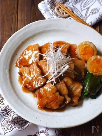 今日はお肉が食べたい・・・そんな時も大活躍のほったらかしメニュー。豚バラブロックと調味料を炊飯器に入れたら、あとはほったらかし。美味しい「とろ煮豚」の完成です。つけ合わせのゆで卵は、炊き上がってから入れると◎