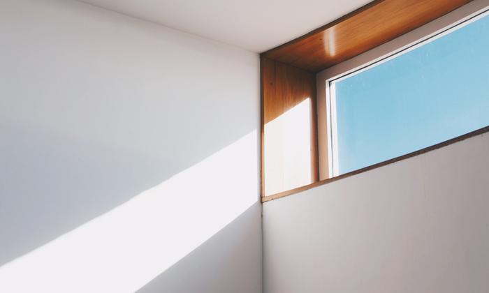 お肌の大敵紫外線ですが実は大事な役割もあり、太陽の光を浴びることによって皮膚でビタミンDを作り出したり、体内時計をリセットしたり、自律神経を整えたりもします。なにより晴れた日に日に当たるのはとっても気持ちがいいですよね。  お肌のための対策をとるのはもちろん大事、その中でも季節を感じることを忘れずにファッションも自分らしく楽しみたい。  ぜひあなたにあった対策グッズ+ケアで今年も夏を堪能しましょう。