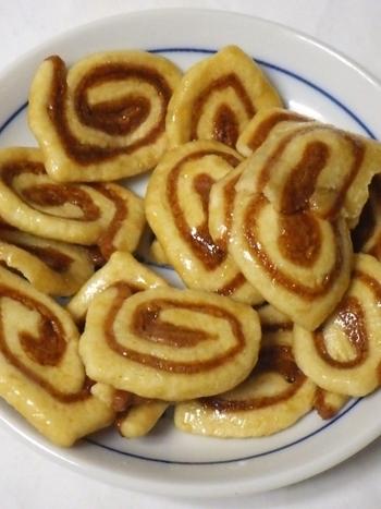 かりりと甘い、小麦粉がたっぷりと入ったかりんとう。日本茶にはもちろん、コーヒーや紅茶のお供にもぴったり!