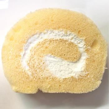 東京・下北沢にある「シェ・かつ乃」のふんわり「たまごロール」。卵がたっぷりと入ったとってもソフトな生地の中に、甘さ控えめのクリームが、ぐるぐると入っています。