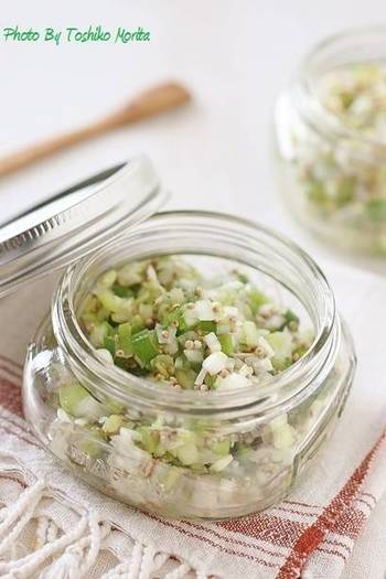 ネギをたくさん使った「万能ねぎ塩だれ」。サッパリとした味がどんな食材ともマッチし、レシピの幅が広がります。