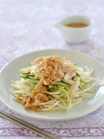 『棒棒鶏』  レンジで作る蒸しササミと混ぜるだけの胡麻だれで、野菜がモリモリ進むヘルシーおかずです。主菜としても副菜としても大活躍。