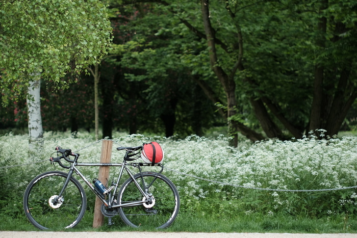 例えば、海外の街並みを走って回る「旅ラン」や、気持ちのいい風を感じられる「旅サイクリング」を楽しんでいる人たちもたくさんいます。旅のカタチは人それぞれ。誰かと同じじゃなくても、自分らしい幸せを見つけたいですよね。