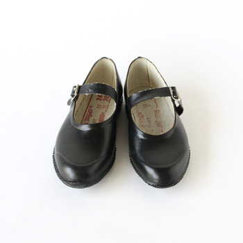 OPANAK(オパナック)の天然ゴムを使用したラバーシューズ。丈夫で、雨に濡れてもへっちゃらの履き心地。可愛らしいシルエットも◎。