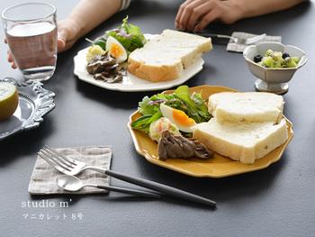 このようなシンプルなお料理でもおしゃれに見えます。毎日の食卓に特別感をもたらしてくれるようなプレートです!