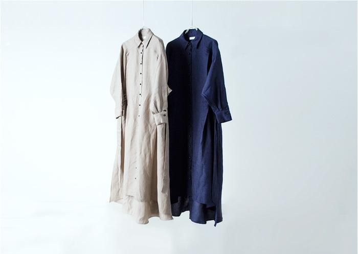 気温差のある夏の初めや終わりは何を着ていいのか迷ってしまって、どうしても同じようなコーデになってしまいがち。そんなお悩みを抱える方にぜひおすすめしたいのが、ワンピースとしても羽織としても使える「前開きワンピース」です。